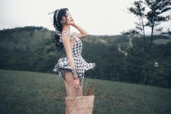 Body nóng bỏng đến nhức mắt của hotgirl Quỳnh Rupy trong bộ ảnh Tuyệt Tình Cốc ngày nào