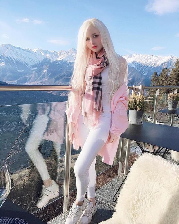 Dàn hot girl tóc bạch kim nổi tiếng trên mạng nhờ ngoại hình khác biệt
