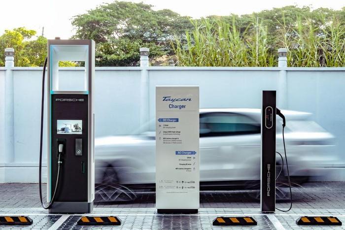 Porsche lắp đặt trạm sạc nhanh cho xe điện với công suất cao tại Việt Nam