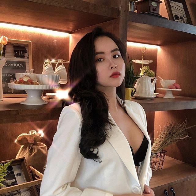"""Hotgirl 9x siêu sexy từng gây sốt với trào lưu uống trà sữa bằng """"ngực khủng"""""""
