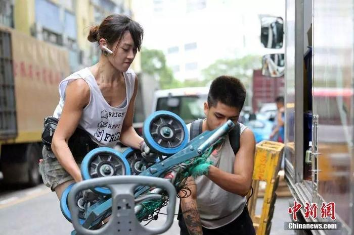 """""""Hotgirl bốc vác"""" xinh đẹp bất ngờ nổi tiếng ở Đài Loan 2 năm trước, bây giờ ra sao?"""