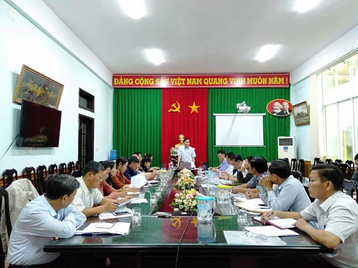 UBND huyện tổ chức họp với Thường trực Đảng ủy, HĐND, UBND, UBMTTQVN xã và Hiệu trưởng các trường học trên địa bàn xã Phú Xuân