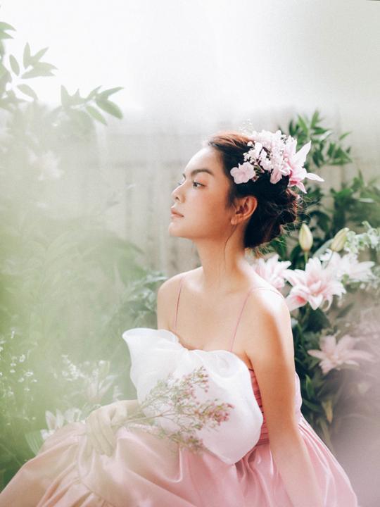 """Phạm Quỳnh Anh khoe vai trần gợi cảm, tuyên bố sẵn sàng chủ động nếu """"gặp người hợp mắt"""""""