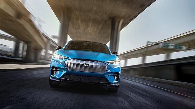 Ford hỗ trợ chế độ sạc nhanh cho xe điện Mustang Mach-E
