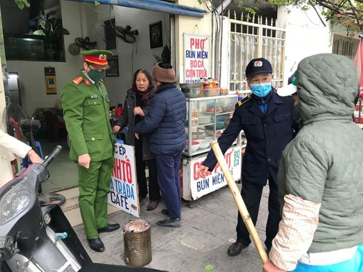 Quận Ba Đình: Ra quân xử lý bếp than tổ ong theo Chỉ thị 15/CT-UBND của UBND thành phố Hà Nội
