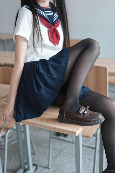 Ngắm bộ ảnh nữ sinh trung học khiến nhiều thanh niên muốn đi học lại