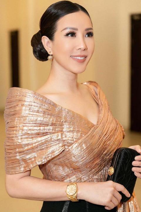 """""""Chị em"""" Đỗ Mỹ Linh, Kiều Loan một bước lên thẳng top đầu sao đẹp, fan khó phân định ai lộng lẫy hơn"""