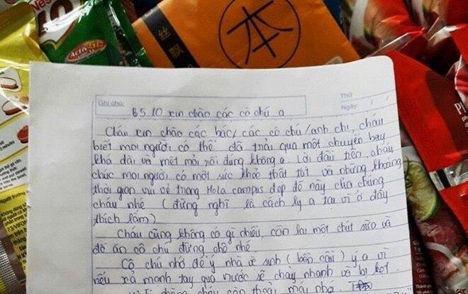 """Chàng sinh viên để lại đồ ăn cùng """"tâm thư"""" nhắn nhủ cực ấm lòng cho những người đến cách ly"""