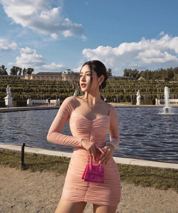 Chi Pu và Hương Giang nhiều lần khiến fan dụi mắt vì kiểu váy dễ gây hiểu lầm