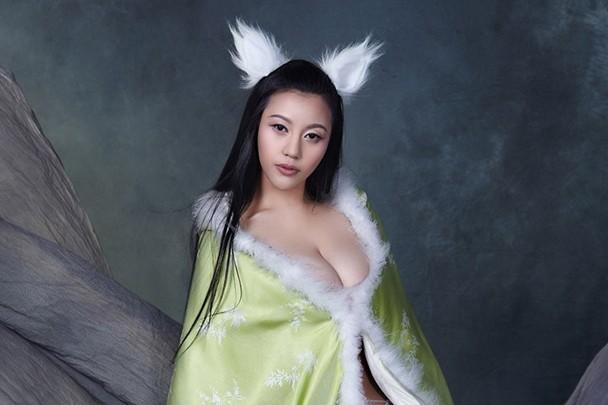 Những người mẫu, hot girl Trung Quốc bị tẩy chay vì ảnh phản cảm