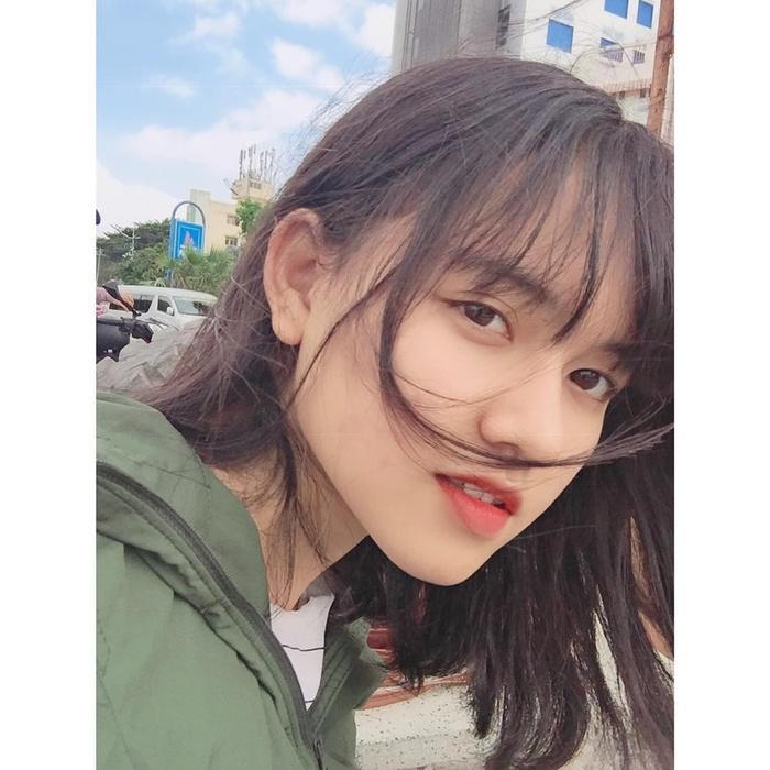 """Đăng ảnh khoe """"dậy thì thành công"""", nữ sinh 10X khiến cư dân mạng ngỡ ngàng vì giống mỹ nhân Trung Quốc - Cúc Tịnh Y"""