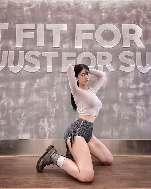 """""""Chiêm ngưỡng"""" body cực chuẩn """"nữ thần"""" phòng gym – khiến bao chàng thổn thức"""
