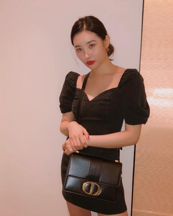 Sao Hàn mặc đồ đen luôn sang và không nhàm chán, bí kíp đều nhờ vào những điều ít ai để ý đến