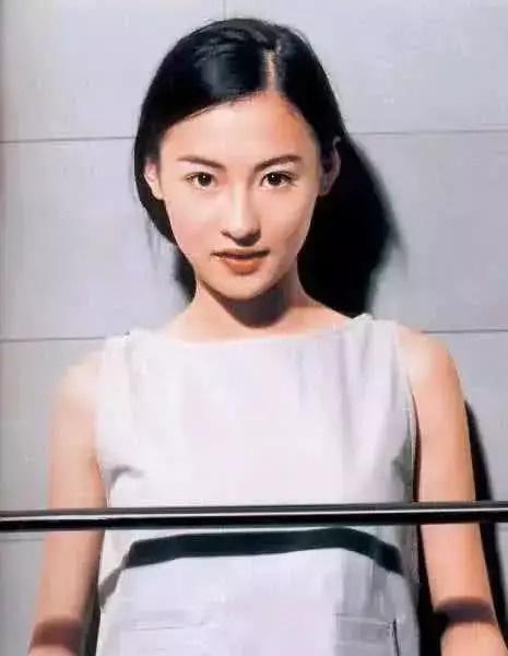 """Nhan sắc """"hoa nhường nguyệt thẹn"""" của Trương Bá Chi ở tuổi 20, thế mới thấy Tạ Đình Phong đã bỏ lỡ điều gì"""