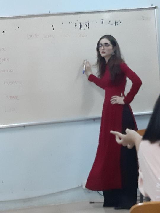 Cô giáo Tây bị chụp lén gây sốt với chiều cao người mẫu và ngoại hình xinh xuất thần, ngắm đến ảnh đời thường cứ ngỡ hoa hậu nổi tiếng!