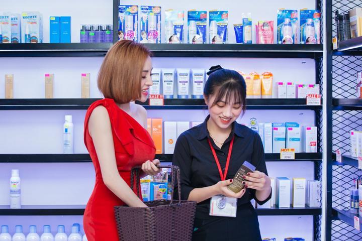 Trải nghiệm mua sắm cuối năm cùng Huyền Anh tại Bici Cosmetic