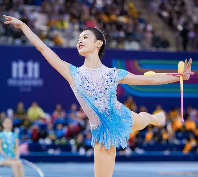 """Dân Trung Quốc phát cuồng vì 3 """"thiên nga"""" quá xinh đẹp trên sàn thể dục"""