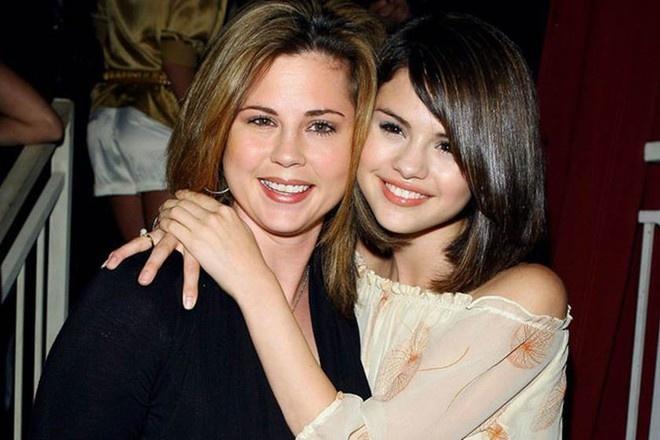 Nhan sắc thời trẻ của mẹ Selena Gomez khiến dân tình không khỏi ngưỡng mộ